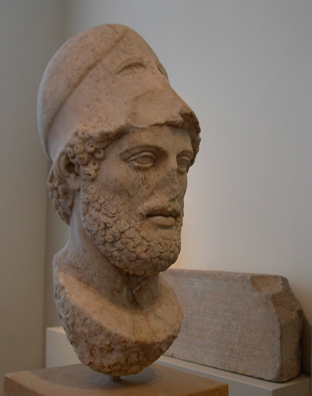 Pericles, Staatliche Museen zu Berlin - foto: Adam Carr, Wikimedia Commons <http://commons.wikimedia.org/wiki/File:Pericles_bust.jpg>