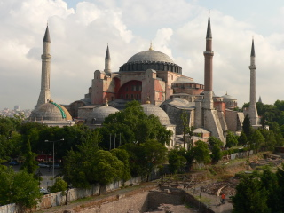 De Hagia Sophia in Constantinopel - foto: 'Bigdaddy1204', Wikimedia Commons, <http://commons.wikimedia.org/wiki/File:Hagia_Sophia_Cathedral.jpg>